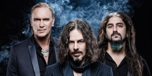 The Winery Dogs: Budapestre j�n a Portnoy � Kotzen � Sheehan tri�<br><small><small><small>